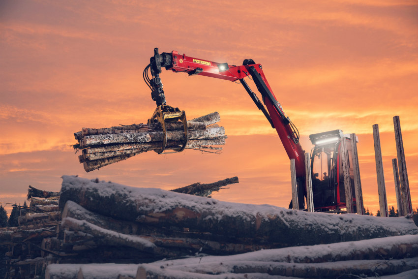 Hiab launches a renewed range of JONSERED recycling cranes