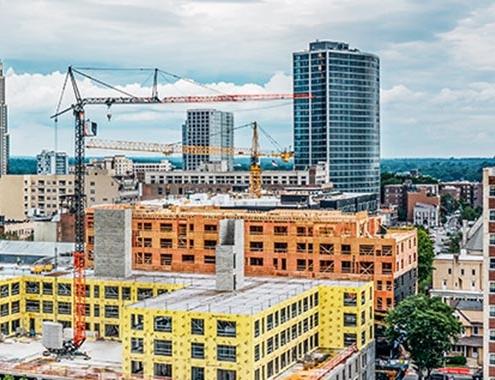 New York: Liebherr125K crane erects eight-storey residential building