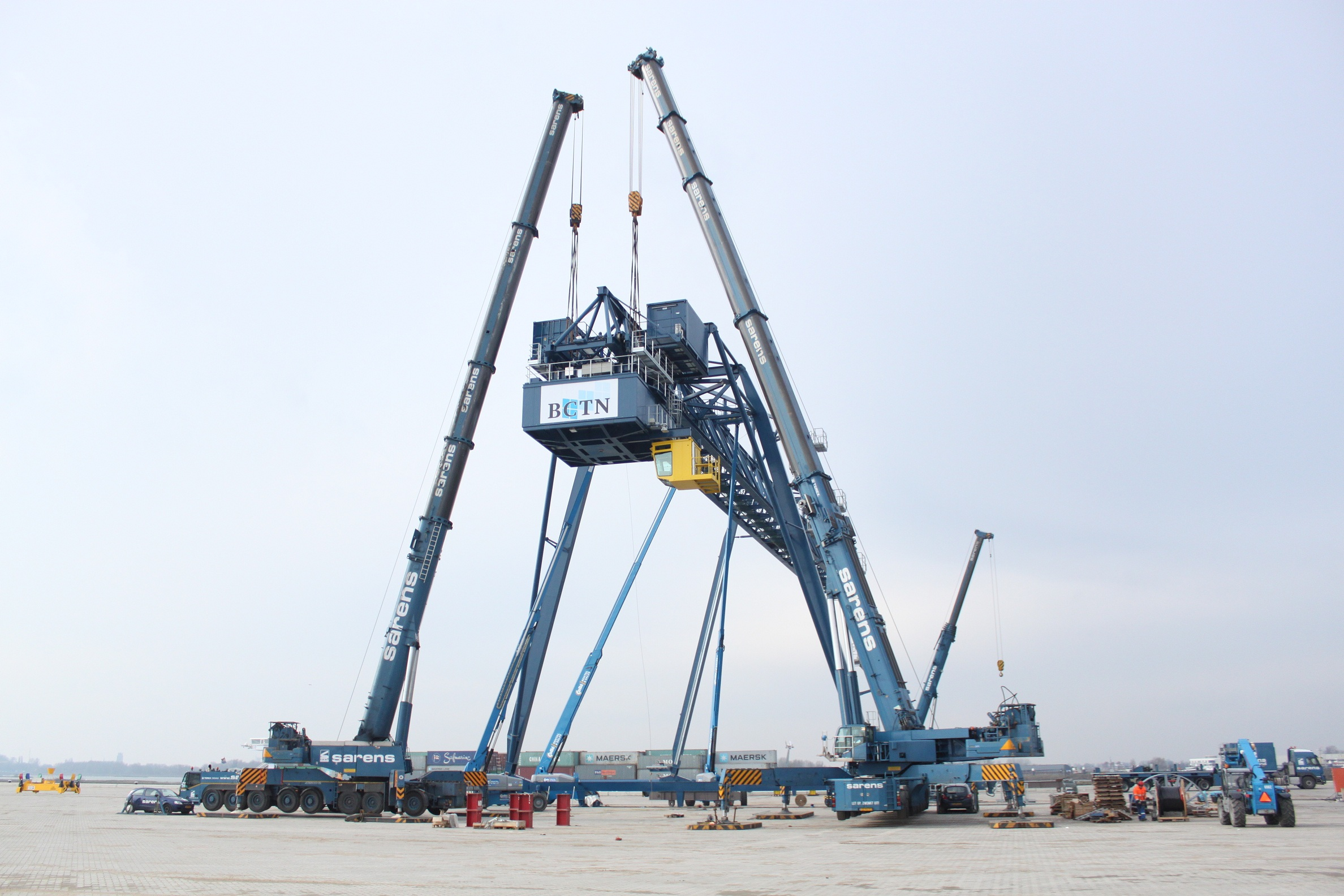 GENIE HEAVY DUTY BOOM LIFTS HELP COMPLETE INTRICATE