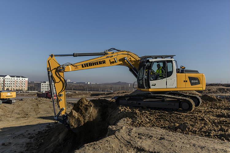 The Liebherr R 920 Crawler Excavator for Less Regulated Markets at Bauma China 2016