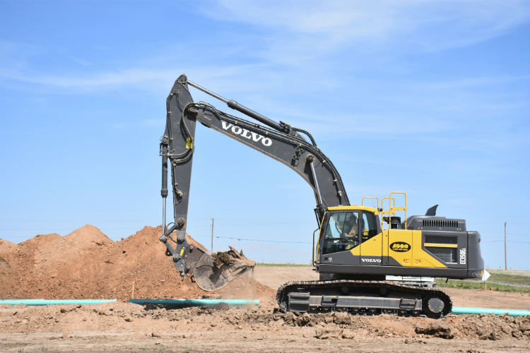 Volvo excavators rebuild the underground infrastructure of the Great Plains