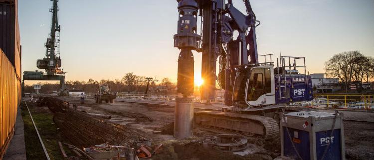 Liebherr LB 24-270 Carries out Deep Foundation Work in Gernsheim Port