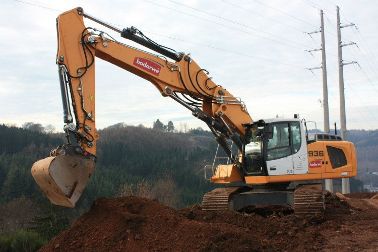 Liebherr R 936 crawler excavator with Stage IV / Tier 4f emission standards in use at Bodarwé in Belgium