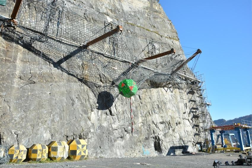 Geobrugg: New world record in rockfall protection