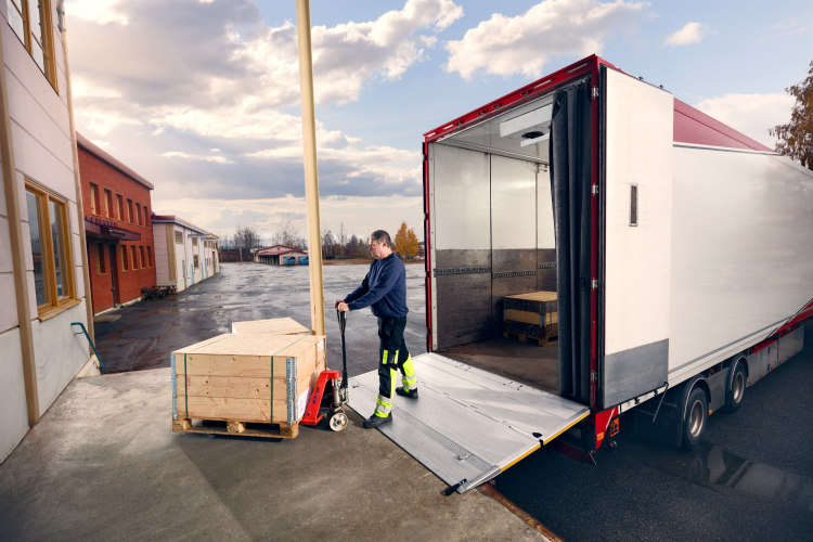 Hiab strengthens ZEPRO tail lifts offering on the French market