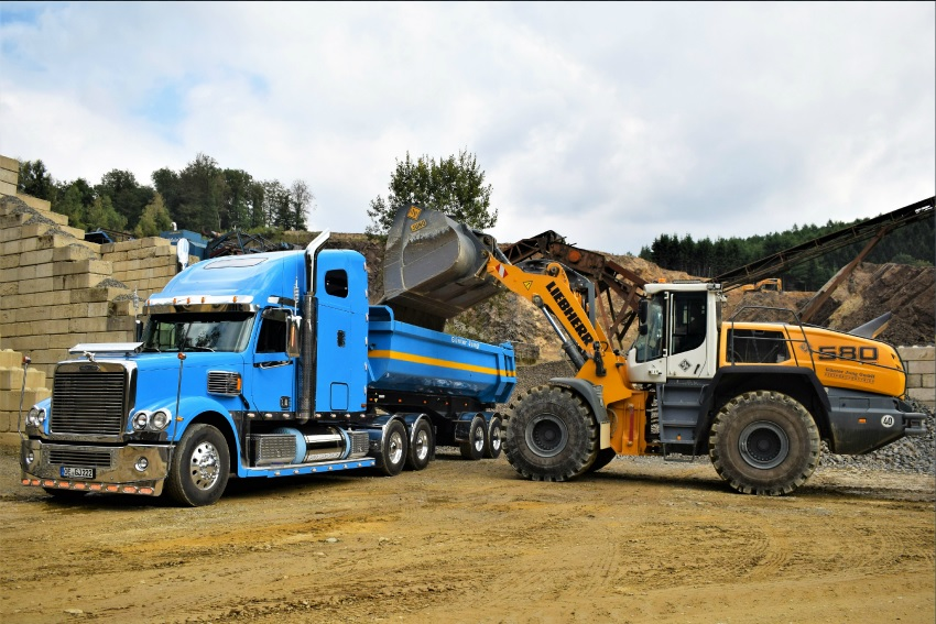 Günter Jung GmbH relies onLiebherr L 580XPower wheel loader forgreywacke extraction
