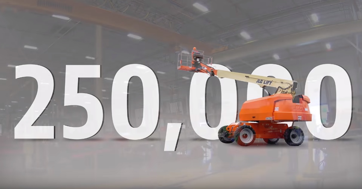 JLG celebrates the production of its 250,000th self-propelled boom lift