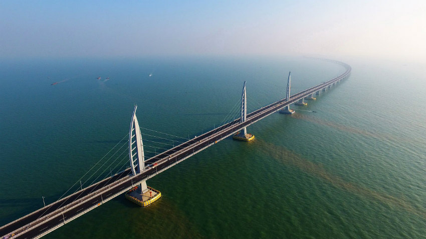 Hong Kong-Zhuhai-Macao: the longest bridge-cum-tunnel sea crossing in the world