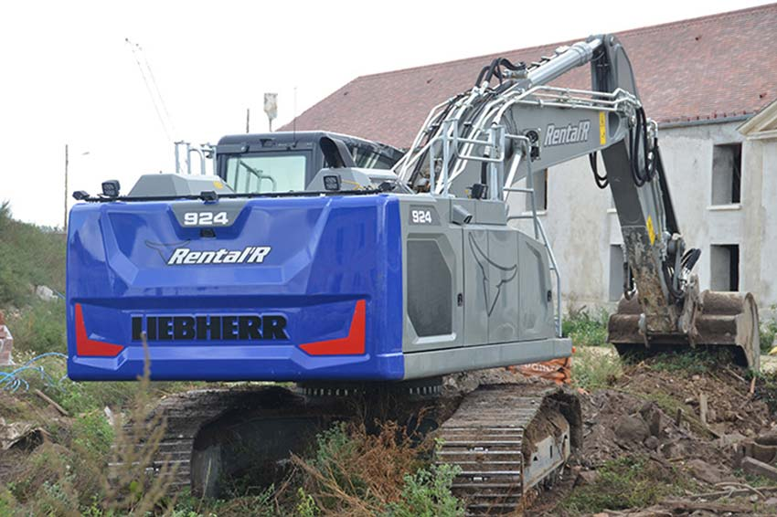 The first Liebherr R 924 G8 crawler excavator in the Île-de-France region
