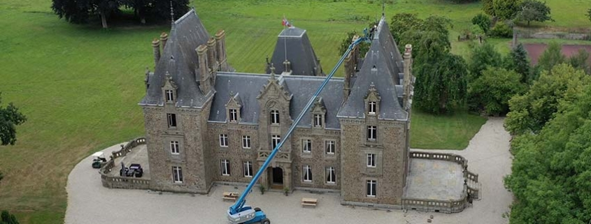Genie S-85 boom lift at the service of an historic monument in France