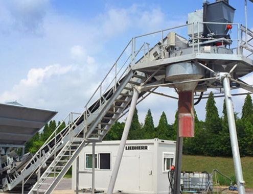 With LCM 1.0 Liebherr offers a concrete mixing plant for smaller budgets