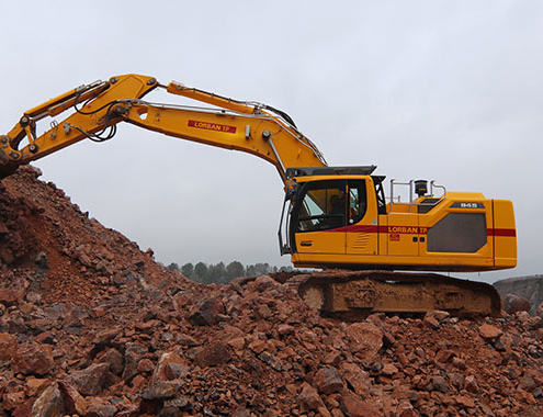 Liebherr R 945: performance, flexibility and comfort