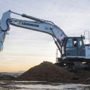R 934 G8, first hydraulic excavator with Leica Geosystems machine control system