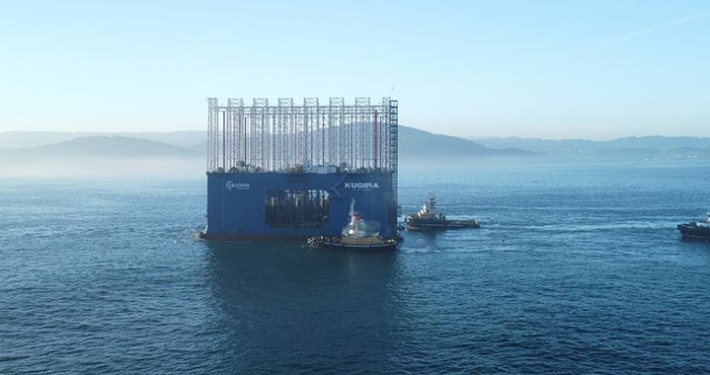 The world's largest caisson dock arrives at the outer port of A Coruña